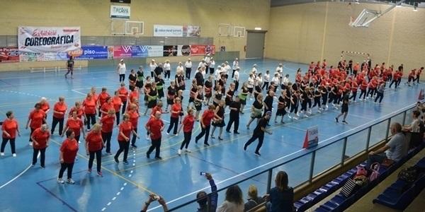 Les persones majors de l'Horta Sud ballen a Picanya