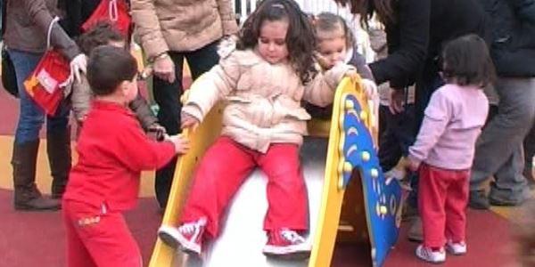 Obertura nou parc infantil - Plaça Corts Valencianes