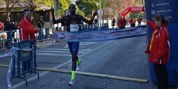"""L'atleta africà Ezequiel Kiyogo trenca el rècord de la Mitja Marató i el deixa en 1.06' 15"""""""