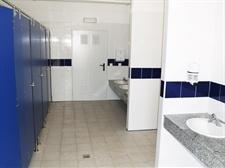Renovació integral dels lavabos del CP Ausiàs March